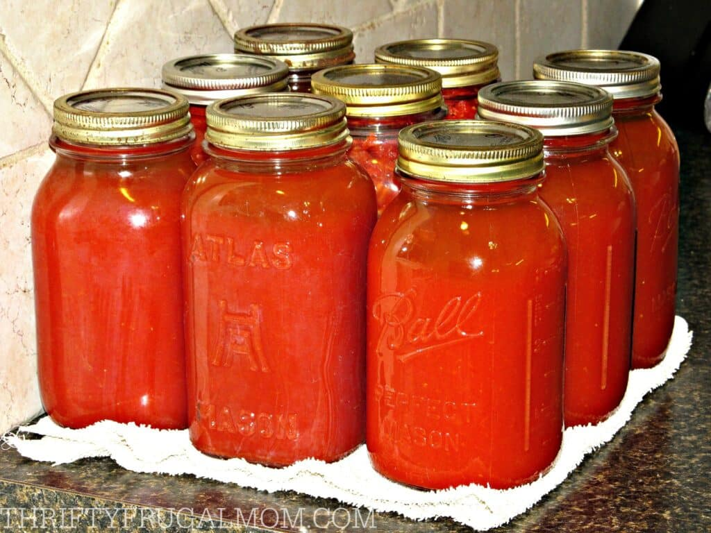 How to Make and Can Tomato Juice (juice in jars)
